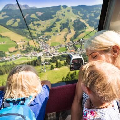 Saalbach - Hinterglemm: Junge Leute Skiurlaub Januar 2021