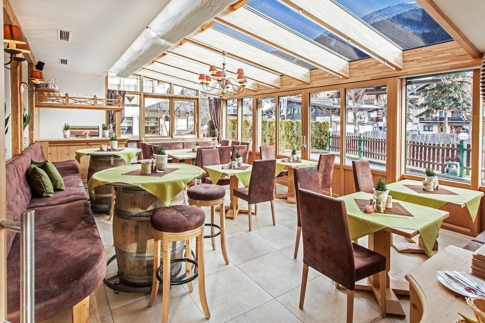 Restaurant heurigenstube infrastructure in saalbach for Boutique hotel saalbach