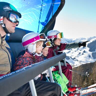 Family on the solpes in Saalbach | © saalbach.com, Mirja Geh