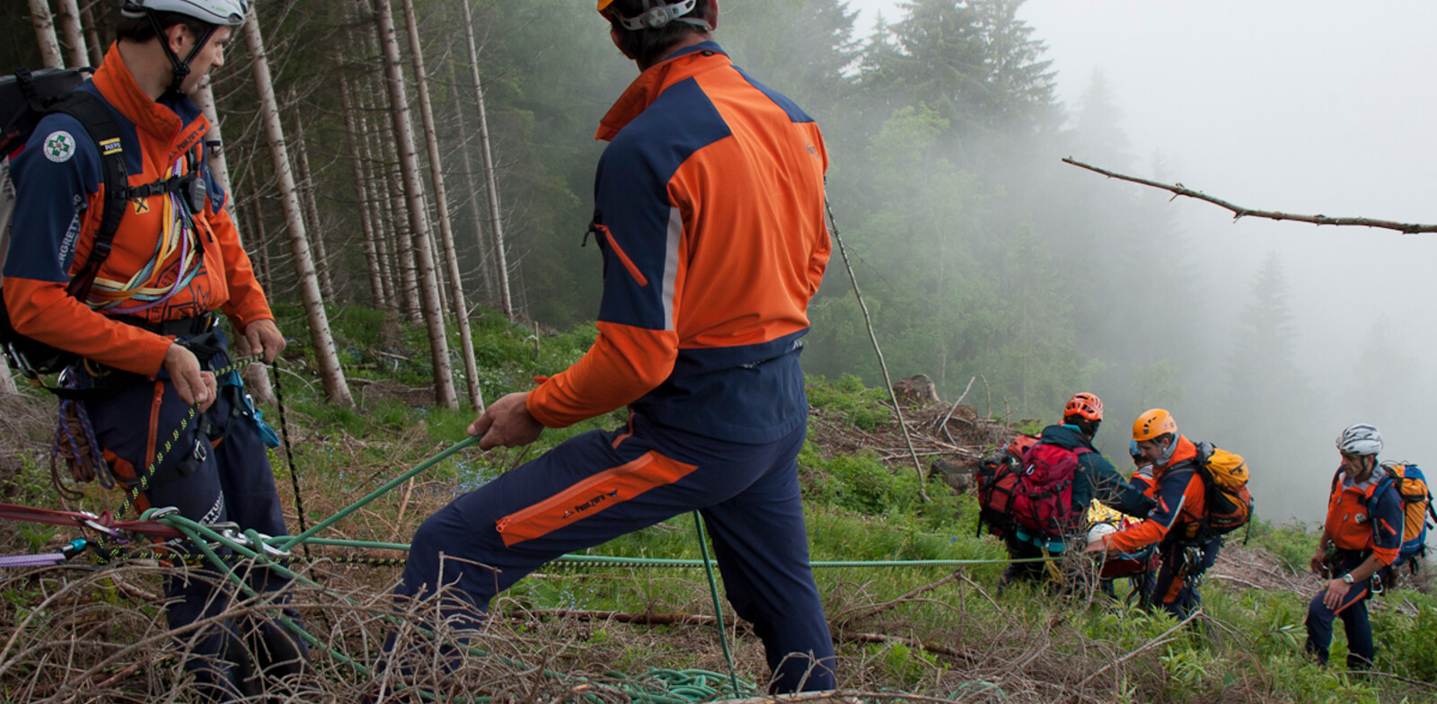 The rescue out of difficult terrain is being trained at the courses. | © c Bergrettung Salzburg