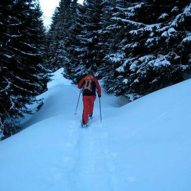 Discover winterwonderland at a snowshoe hike. | © Privat