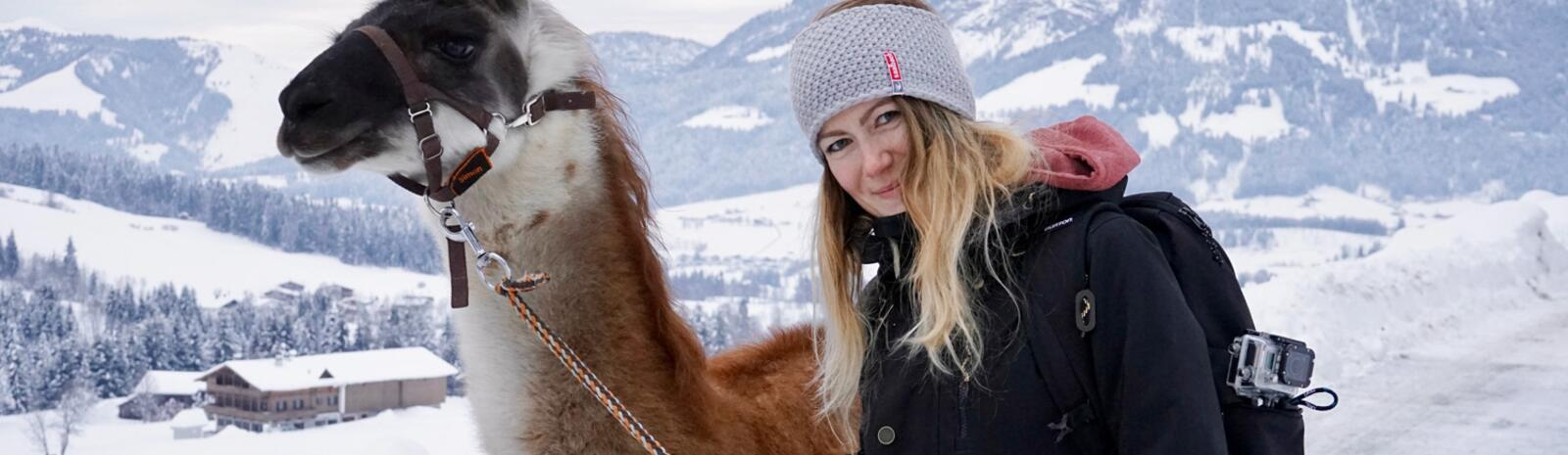 Sandra and the lamaSandra and the llama | © loopingmagazin