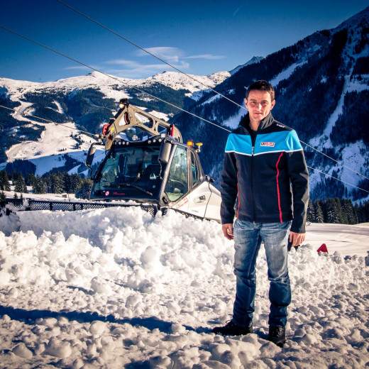 Michael Hasenauer in front of his piste basher | © Edith Danzer