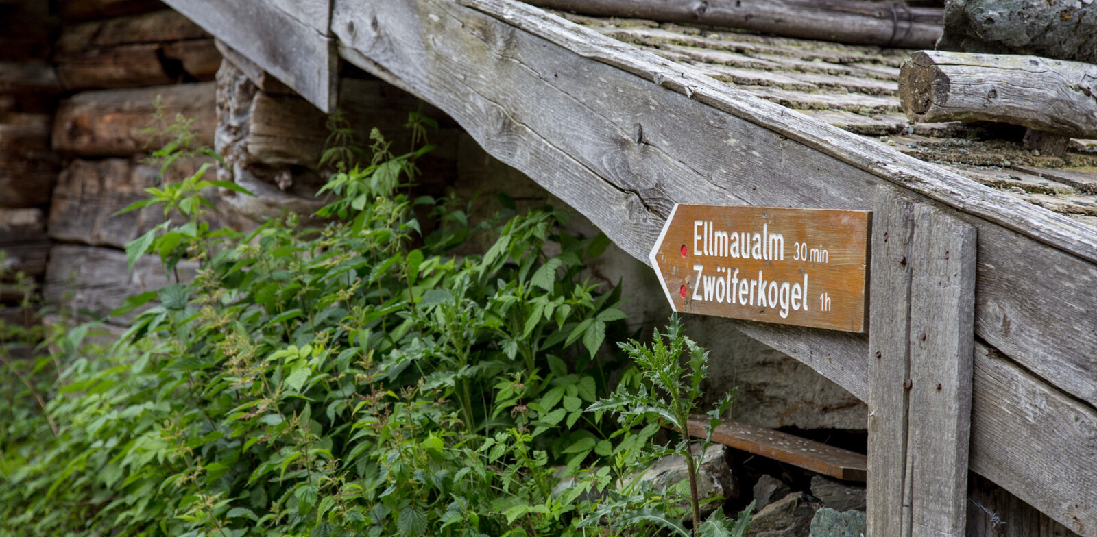 Sign on the wall of Stoffen Hochalm | © Best Mountain Artists