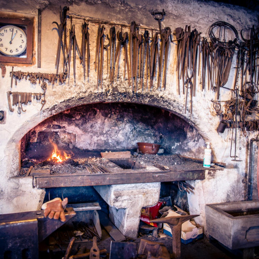 The ancient fireplace in the blacksmith shop | © Edith Danzer