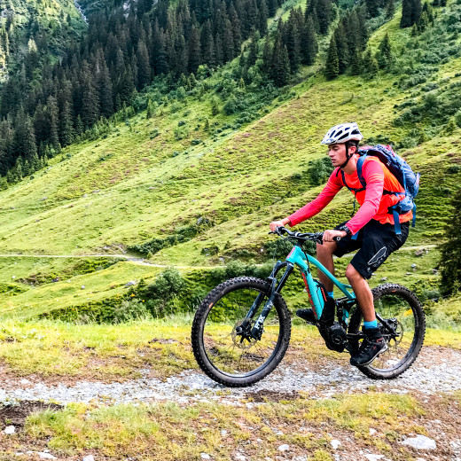 With the e-bike to Ossmannalm | © bestmountainartists