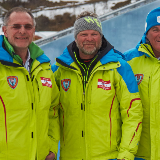 Fritz Steger (in the middle) with Peter Mitterer (left) and Bartl Gensbichler from Schiclub Saalbach Hinterglemm. | © Bergbahnen Saalbach Hinterglemm