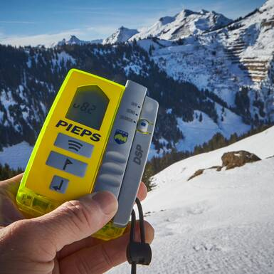 avalanche transceiver - a constant companion in backcountry | © Daniel Roos Photographie