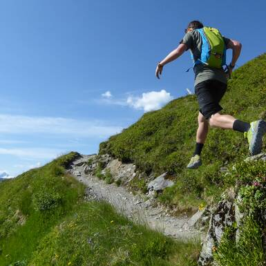 Jumping into the trail to Stemmerkogel | © Martin Moser - gehlebt.at