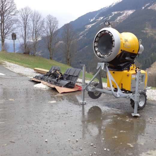 Mobile snow cannons are stored as well. | © Saalbacher Bergbahnen
