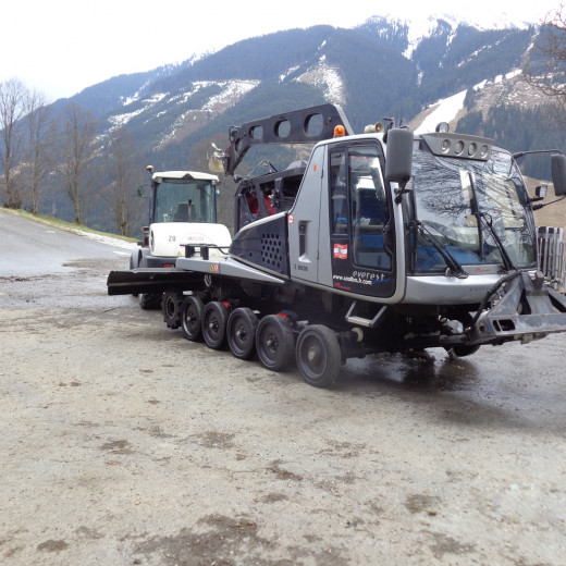 Blade, tiller and chains are demounted. | © Saalbacher Bergbahnen