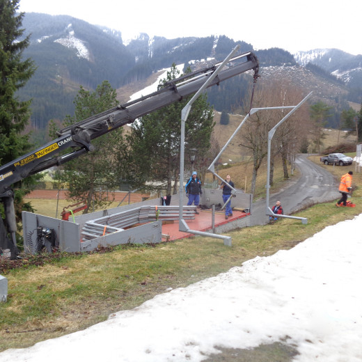 Also the framework for the snowfences is demounted. | © Saalbacher Bergbahnen